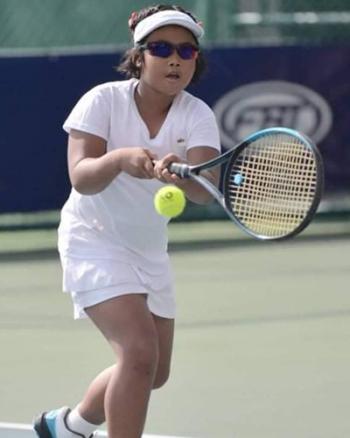 """""""น้องพลอยเพชร"""" เพชรในตม นักหวดสาวน้อยรุ่นเยาว์ มุ่งมั่นอยากเป็นตัวแทนนักกีฬาเทนนิสทีมชาติไทยในอนาคต"""