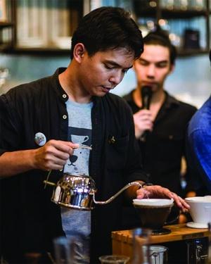 """""""ไผ่"""" กมลธรรม  กาญจนัมพะ จากเด็กเก็บโต๊ะล้างจานร้านกาแฟ สู่เจ้าของร้านกาแฟดังย่านเมืองเก่าสงขลา  Heart Made Coffee And Eatery Songkhla"""